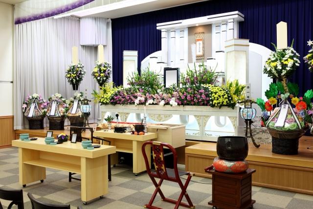 無宗教の葬儀って?無宗教葬の特徴や、参列する際の注意点まで解説!
