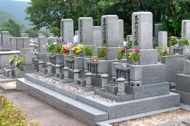 浄土真宗のお墓って普通のとは違うの?特徴やお墓参りの仕方を紹介!