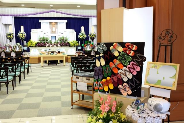 【葬儀 生花】葬儀ではなんで生花を使うの?生花の送り方やマナーも