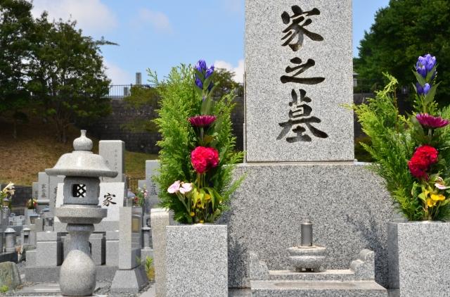 お墓に刻む文字は家名以外でもいいの?刻む文字例などをご紹介!