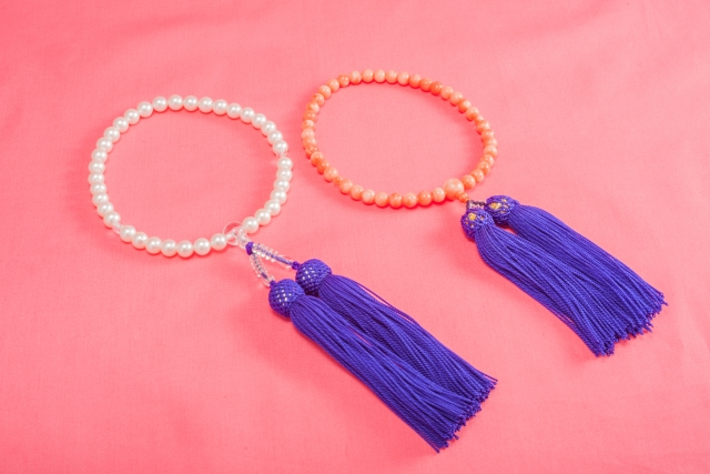 葬儀での数珠まとめ!正しい数珠の選び方、使い方を解説!