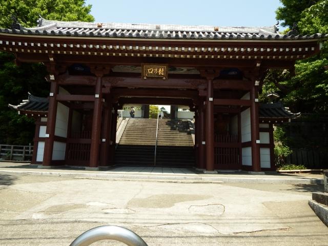 日蓮宗の仏壇って普通の仏壇と同じでOK?特徴や飾り方を解説!