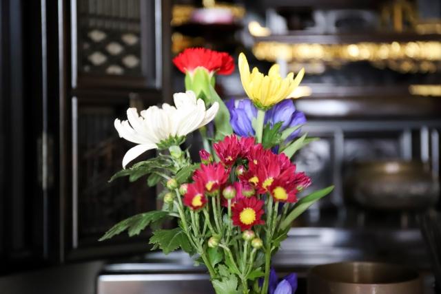 仏壇に供える花について解説!選び方や造花、プリザーブドフラワー